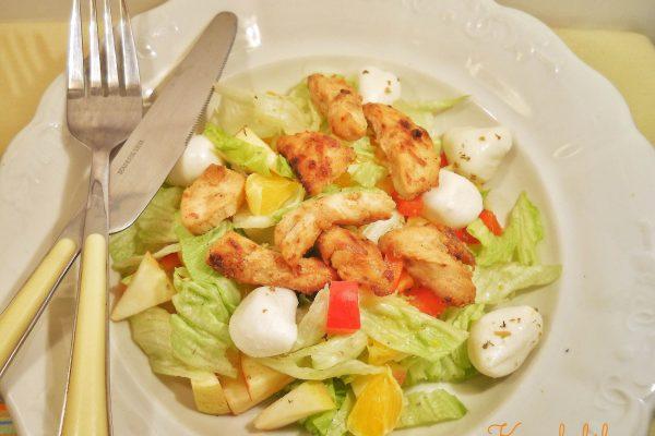Könnyű csirkemelles saláta