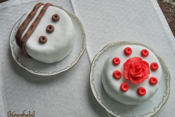 Így készíts elrontott süteményből minitortát!