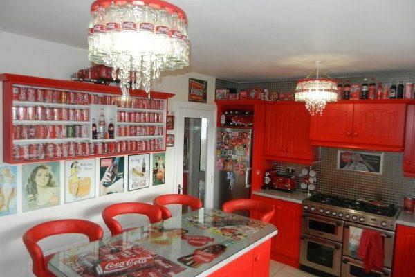Ilyen egy Coca-Cola-imádó otthona