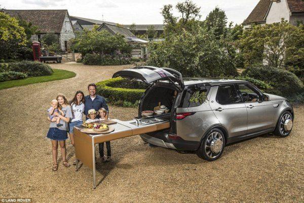 Ilyen menő Jamie Oliver Land Roverbe épített mobil konyhája