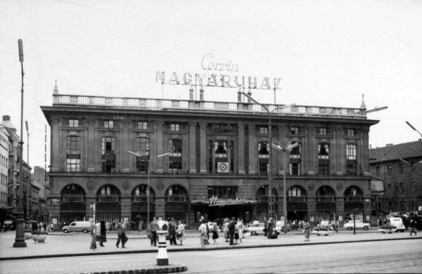 Ilyen volt Magyarország első plázája, a Corvin Nagyáruház