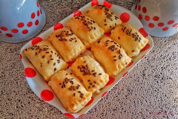 Gyors feta sajtos táskák leveles tésztából